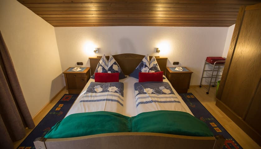 Schlafzimmer mit Doppelbett (190x180)