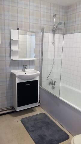 équipée radiateur sèche-serviette