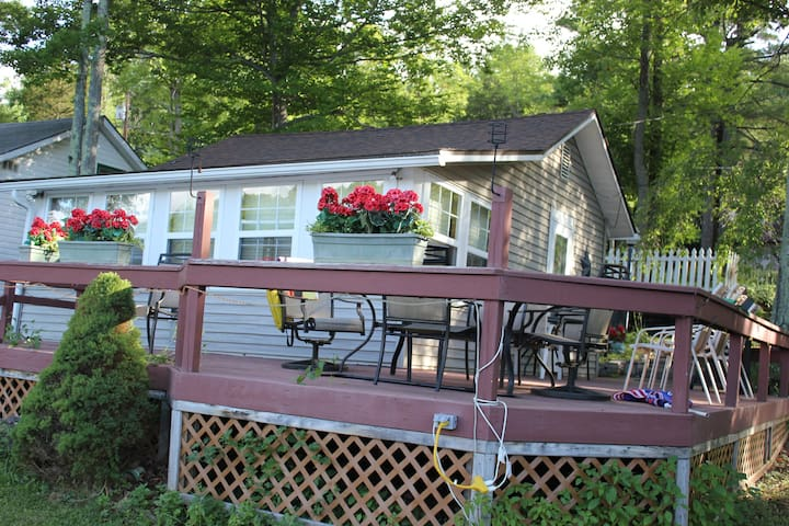 Cottage on Lake with paddle boat, fishing swiming - Columbia Cross Roads