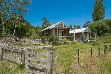 Beautiful Morere Hot Springs Lodge Country Cabin