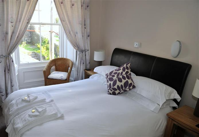 Central Oban, garden view, double room - Invercloy - Oban - 一軒家