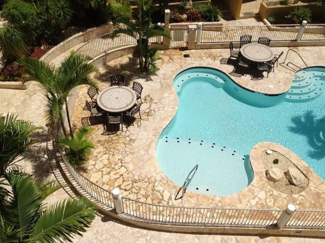Vistas de la Bahia penthouse facing keys and pool