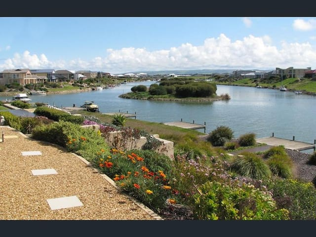 Water Front Home, Private Jetty, Stunning Views.! - Hindmarsh Island