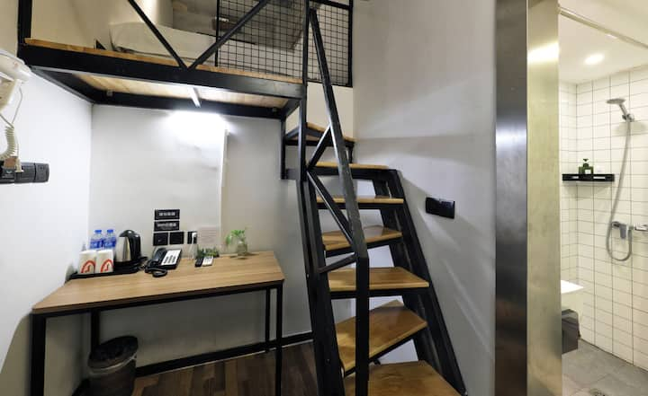 地铁12号线东兰路站 100米/精致紧凑工业风 loft. 1.35米大床 精品酒店公寓  奇思妙想
