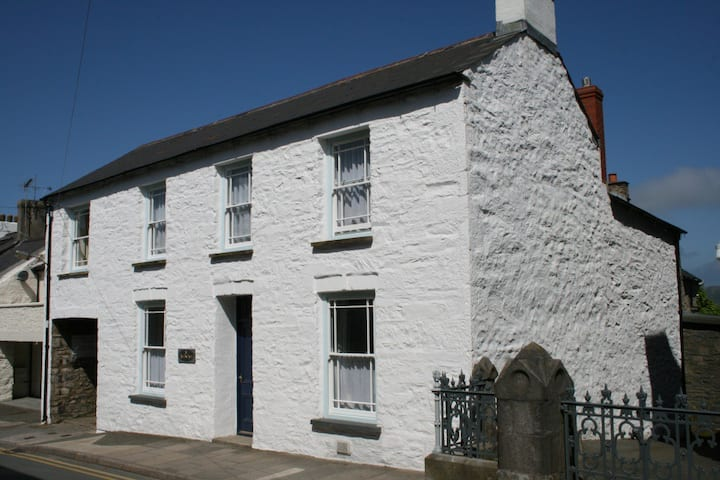 Ty Gwilym, Holiday Cottage for six, St Davids