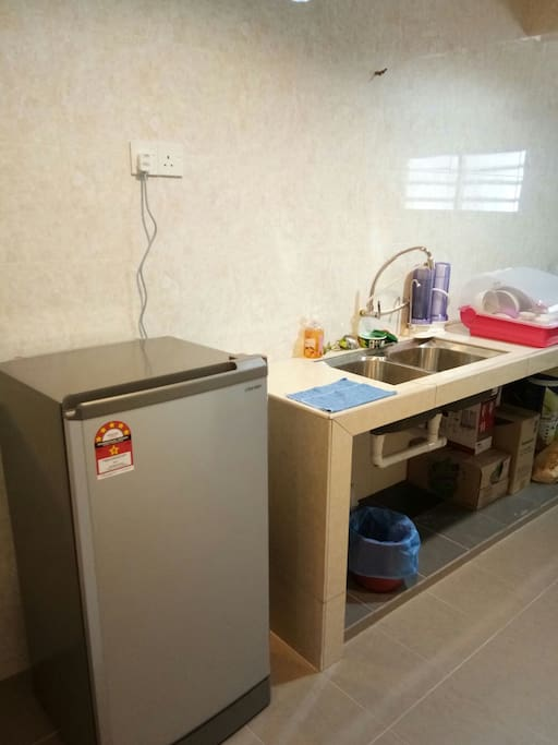 Kitchen, Fridge