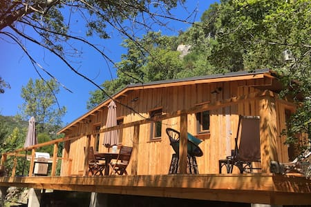 Wooden cabin in a green valley with swimming pool - Pégairolles de l'escalette - กระท่อม