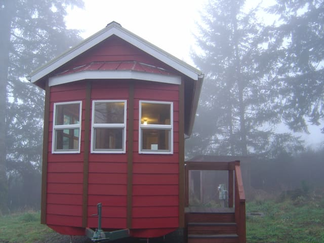 Santiam Canyon Tiny House on Private 1+ Acre