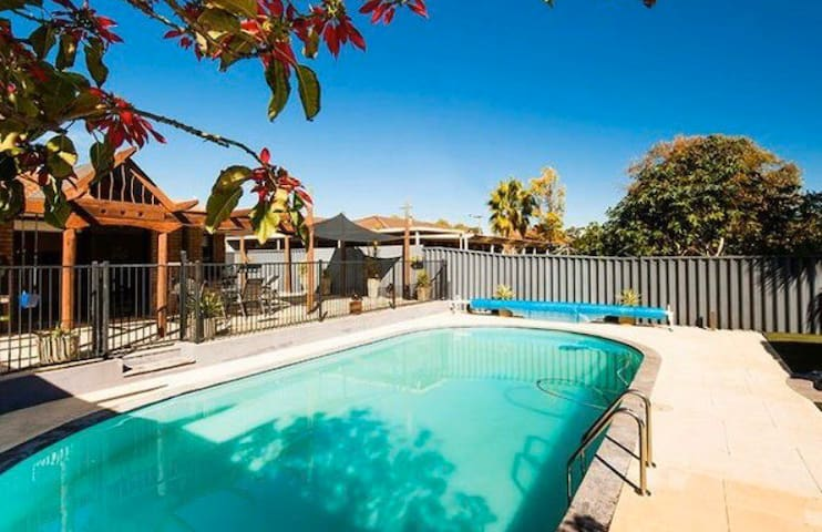 Perth Paradise - 5 min beach & Joondalup CBD