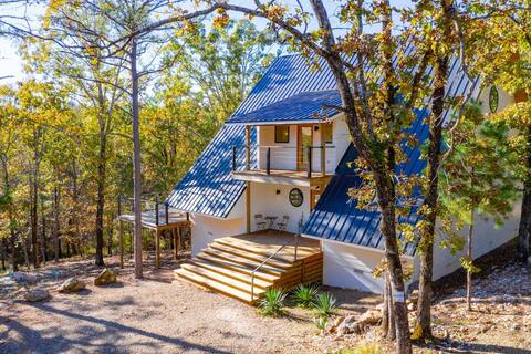 California Dreaming · A-Frame, Hot Tub, Pet-Friendly, 3 Acres