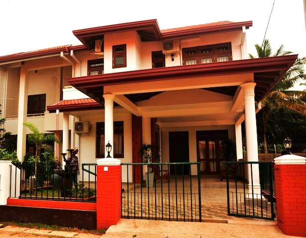 Thisara Holidays Luxury Villa Parakum - Room 01