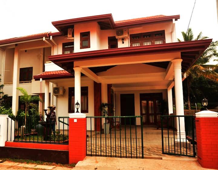 Thisara Holidays Luxury Villa Parakum - Room 01