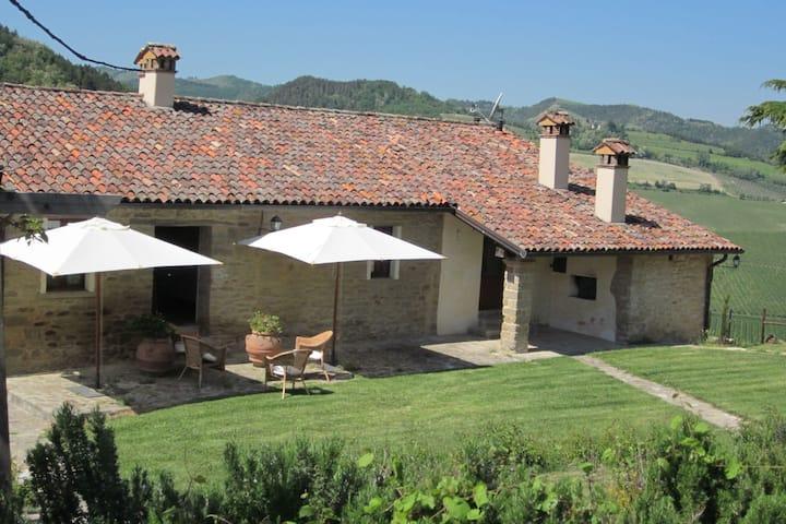 Maison de vacances traditionnelle à Modigliana, avec piscine