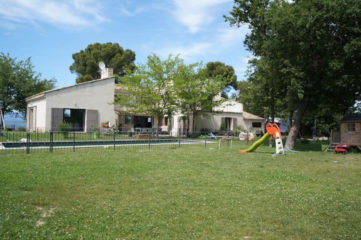 Grande Villa Contemporaine avec Piscine Pays d'Aix
