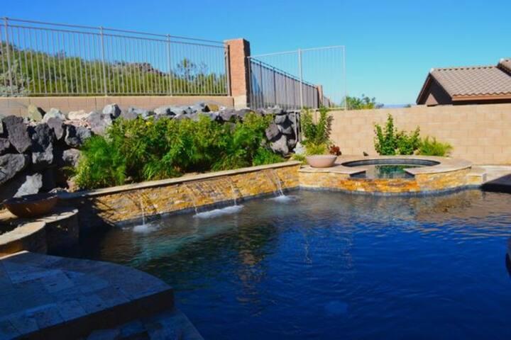Big Home w/Heated Pool, Hot Tub, Movie-Theater!