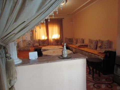 Un salon marocain dans un appart du partage