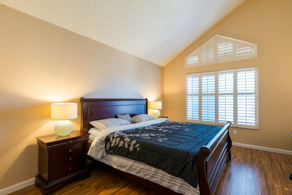 Grand master bedroom with private bathroom houses for rent in san jose Master bedroom for rent in san jose