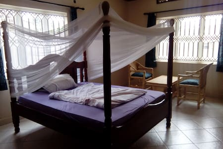 Beutiful big non sc bedroom in a peaceful setting