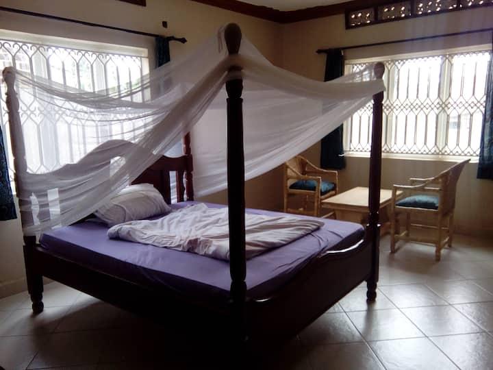 Beutiful big non sc bedroom in a peaceful setting