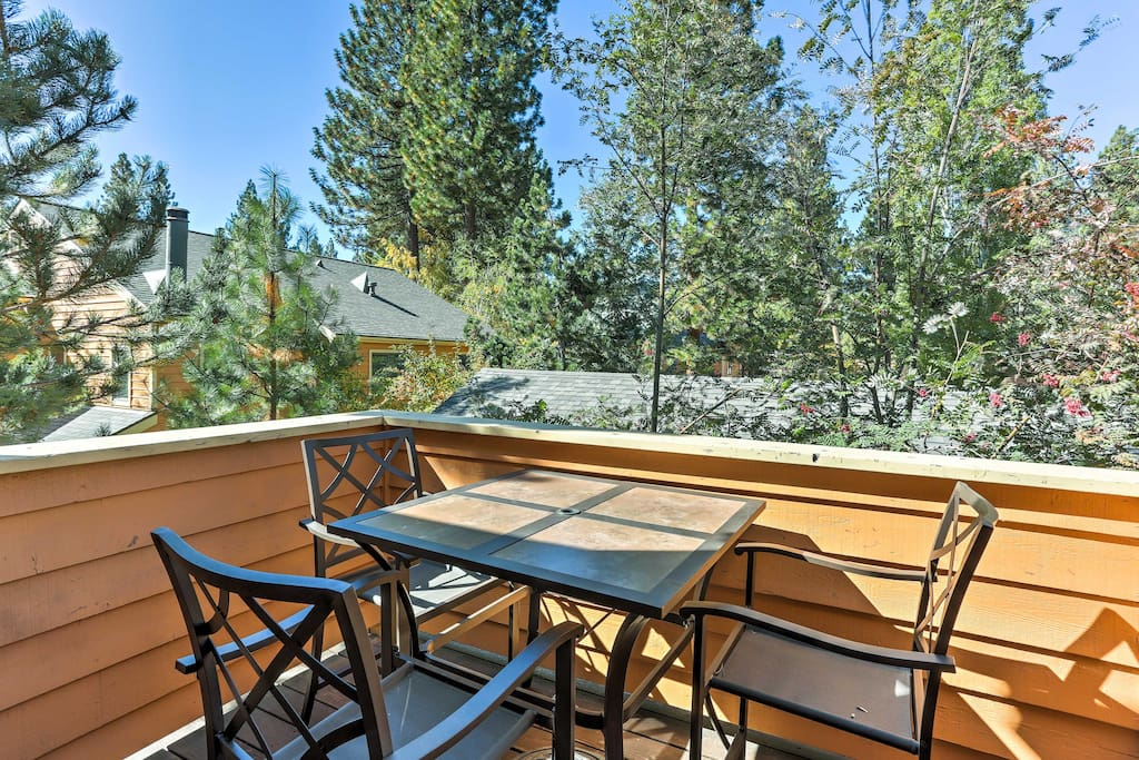 Experience Incline Village in all its glory from this 2-bedroom, 2-bathroom vacation rental condo!