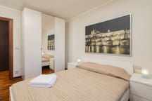Artistic (New) Room, 10mins walk to Central Stn!!