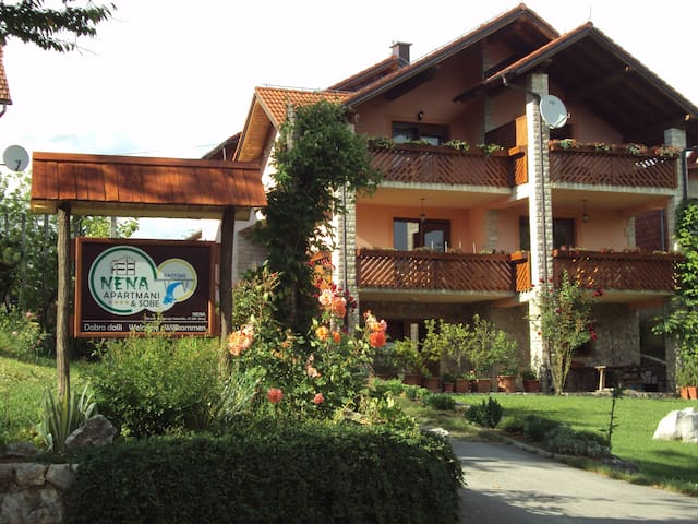 Modern and cozy apartment, waterfall view - Slunj - Apartemen