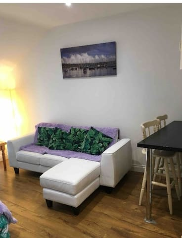 ENTIRE CITY CENTRE APARTMENT FOR 4 GUESTS