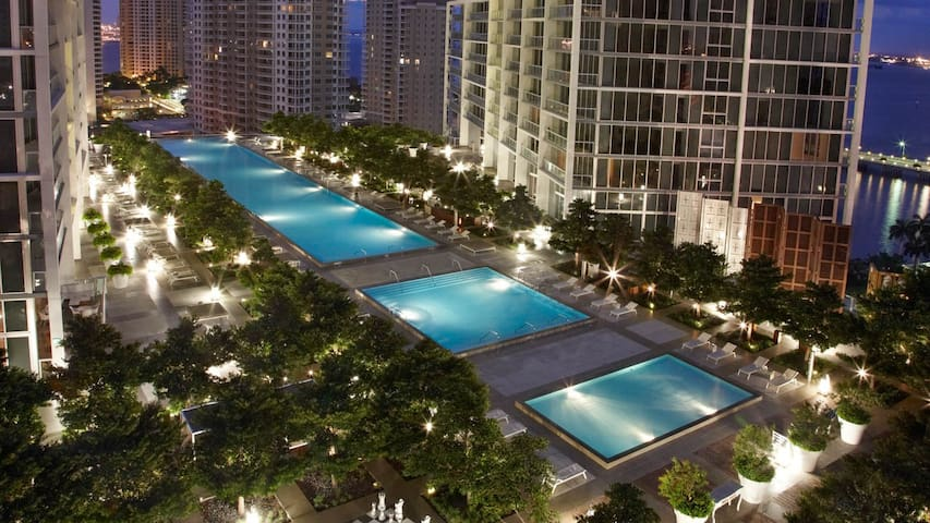 A gorgeous appartment @IconBrickell. Pool reopened