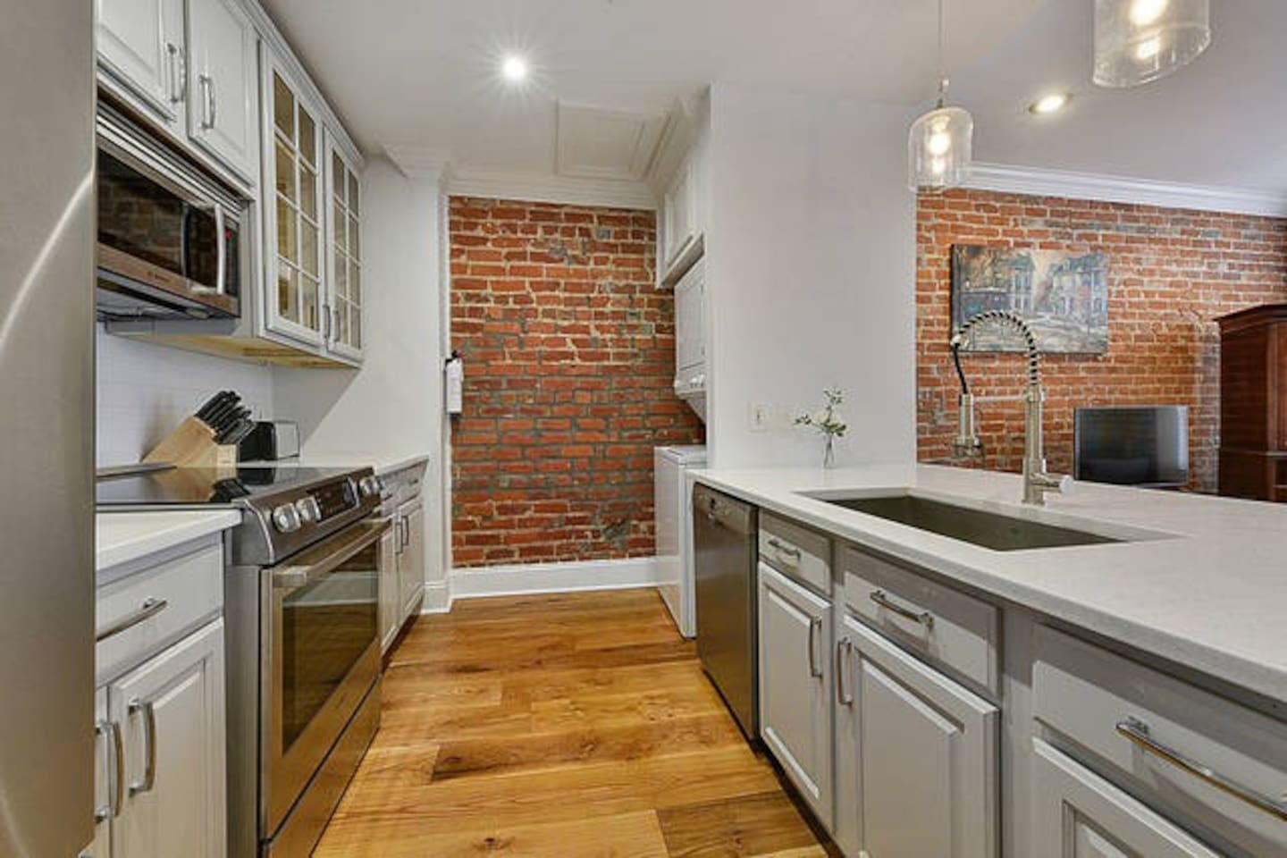 Cook you favorite New Orleans cuisine in this spacious kitchen.