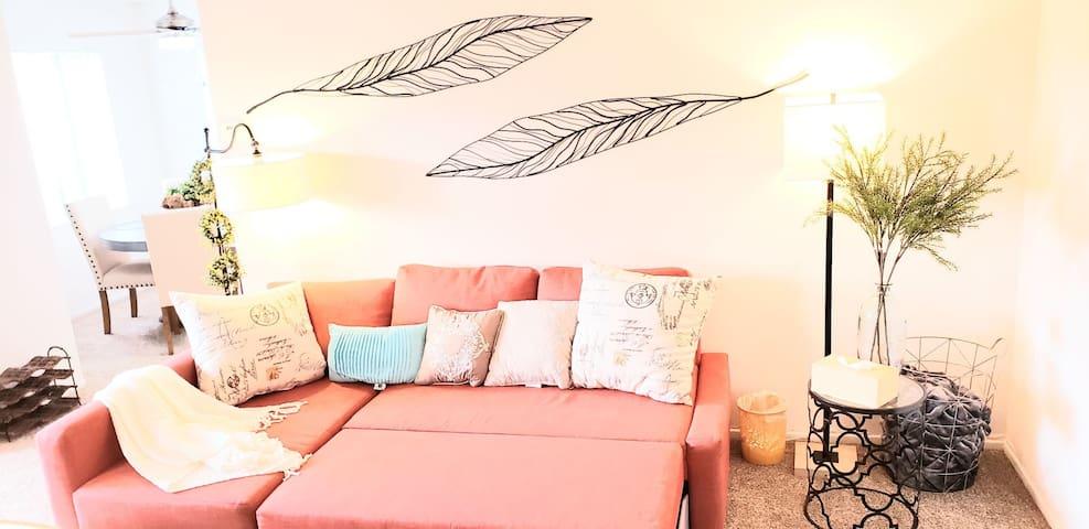 Private Bedroom/Bath/WalkinCloset in Cozy Cottage
