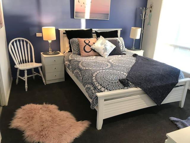 Beautiful bedroom , Sheridan linen , new plush carpet , ceiling fan , en-suite