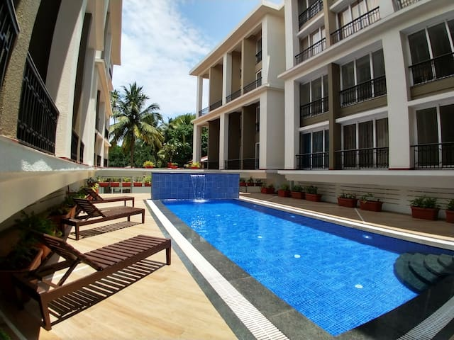 Lux Apartment, Pool, Walkable to Calangute Beach
