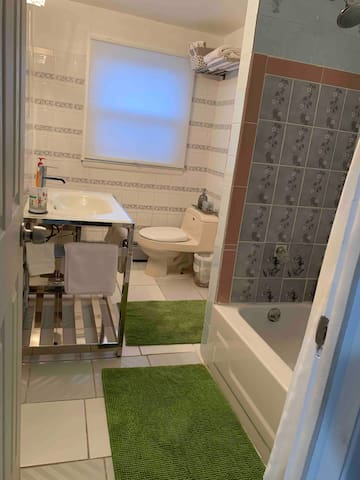 DYNAMIC Private 1-Bedroom Apt! Near NYC!