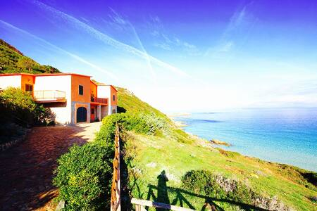 VILLA BIANCA 5BR-30 mt from beach by KlabHouse - サンタ·テレーザ·ガッルーラ