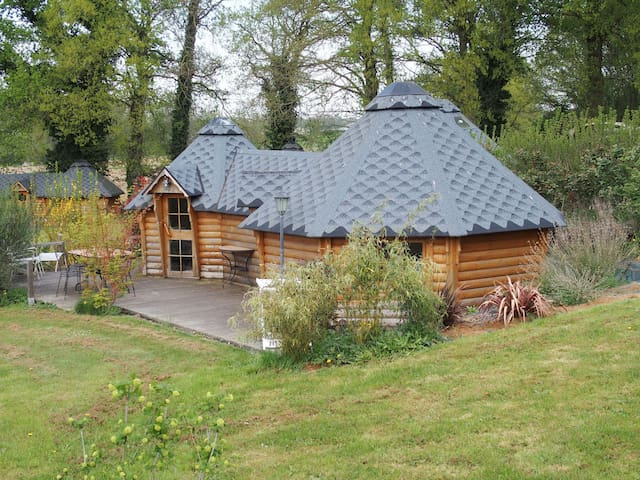 Hut in Brocéliande on land with swimming pool