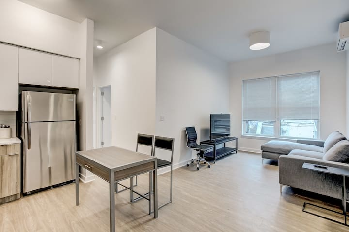 Upscale Modern Apt Steps from ConvCenter&Stadiums