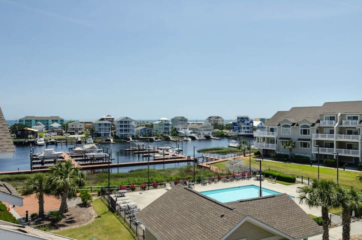 Carolina Bay Unit 204-Luxury Carolina Bay condo with pool access and boat friendly!!