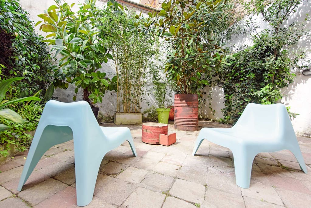 Your sunny private patio & garden ! Bamboo, magnolias and mediterranean plants