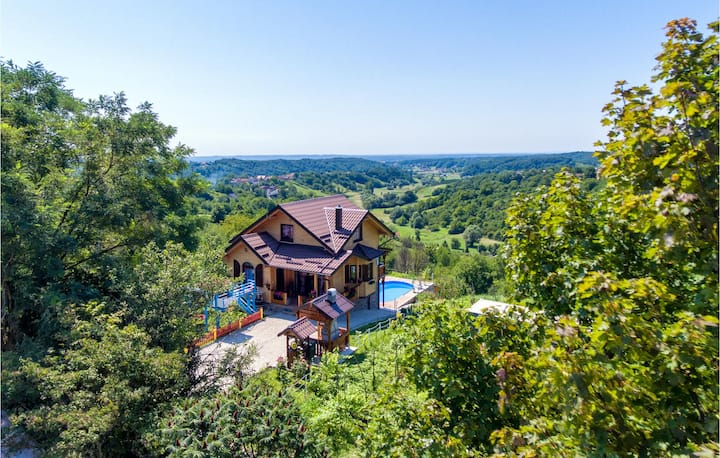 Beautiful home in Donja Zelina with Outdoor swimming pool and 3 Bedrooms