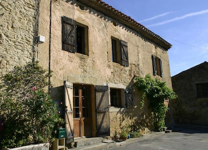 Hirondelle a large beautifully village farm house - Saint-Amans