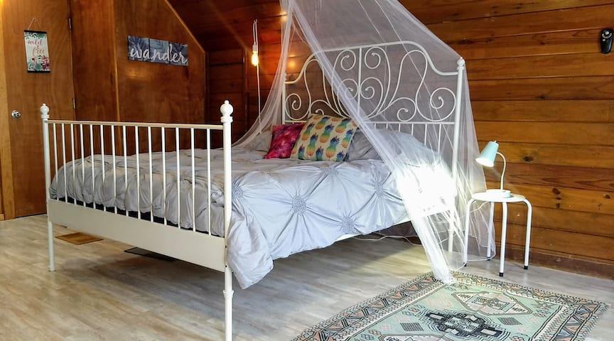 Treehouse Loft—perfect private escape—Discount!