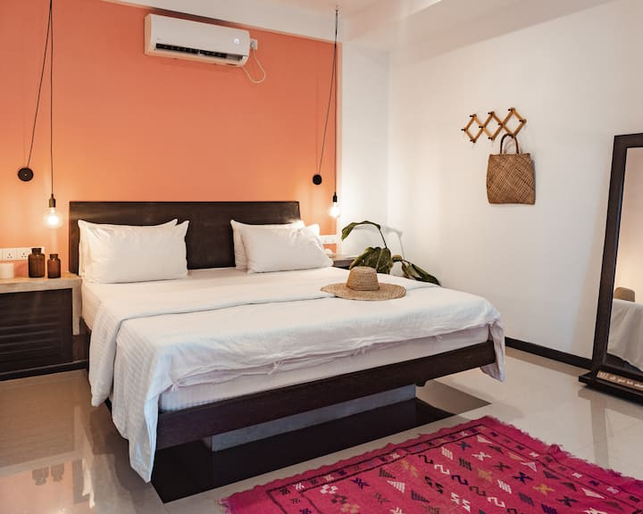 The Hideout Deluxe Double Room- Naranja