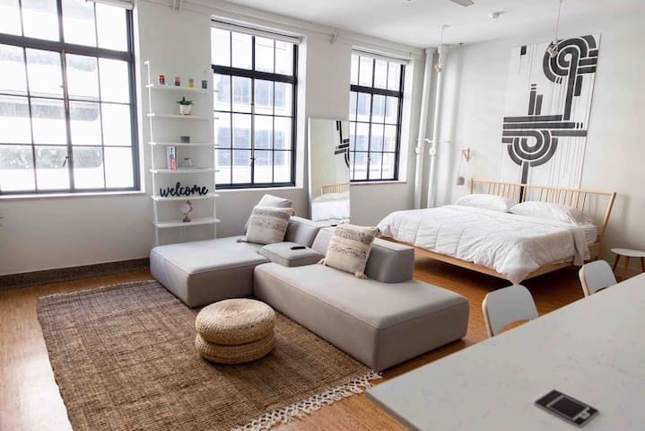 Downtown Modern Luxury Loft w/ Private Terrace