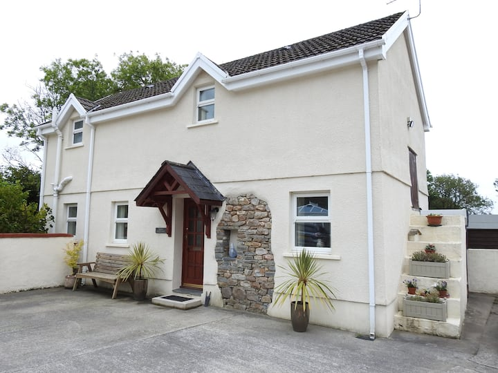 Dove Cottage - Stylish rural cottage in West Wales