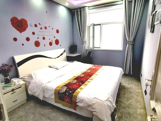 泰阳国际温馨大床房(离火车站汽车站两百米)