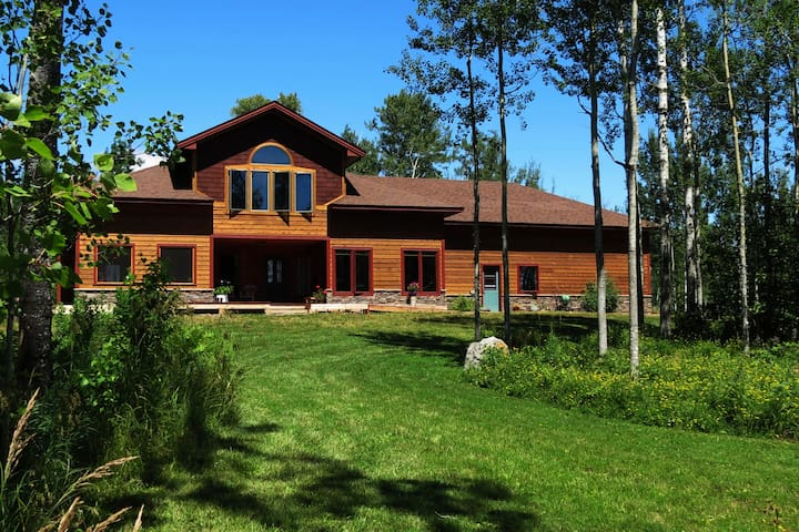 Spacious Private Suite in Parklike Setting - Grand Marais