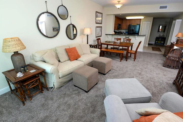 Luxury gulf front condo w/ shared indoor/outdoor pools, hot tub, & beach access!