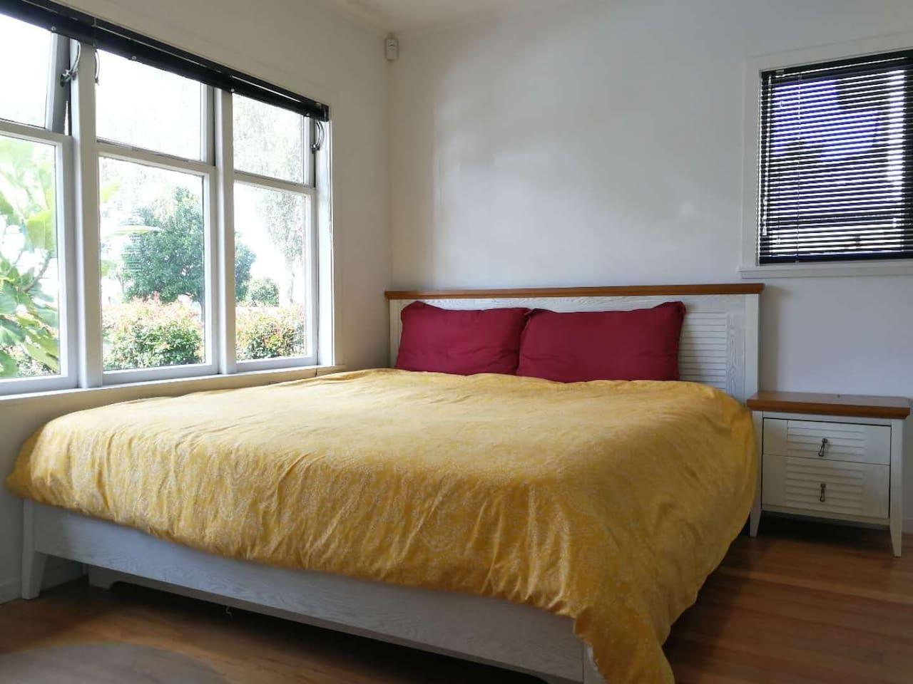Kindsize bed