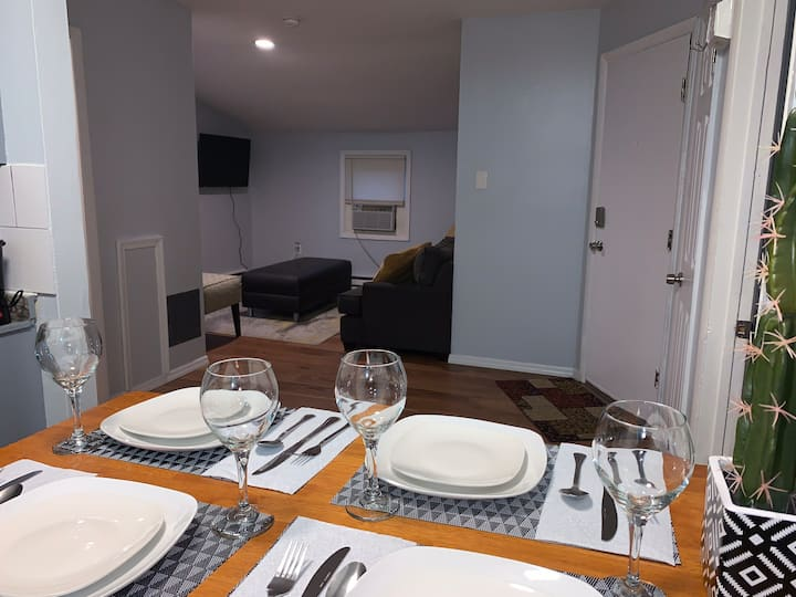 Cozy Apartment in Suburbs - Perfect Long Term Stay