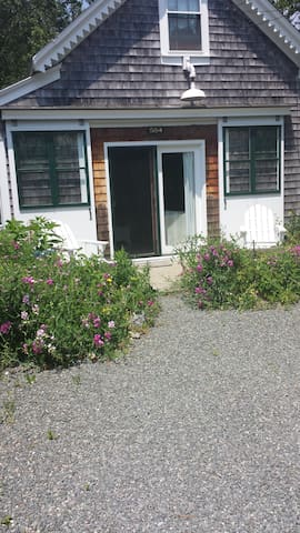 Coachman's Rest  carriage house behind main house. - Barnstable - Guesthouse